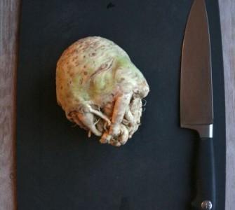 Knolselderijtaart met gehakt en kruidnagelkaas