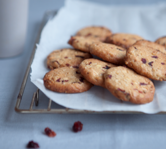 Cranberrykoekjes met witte chocolade en noten