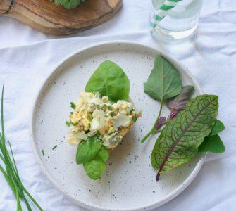 Frisse eiersalade met kiemen
